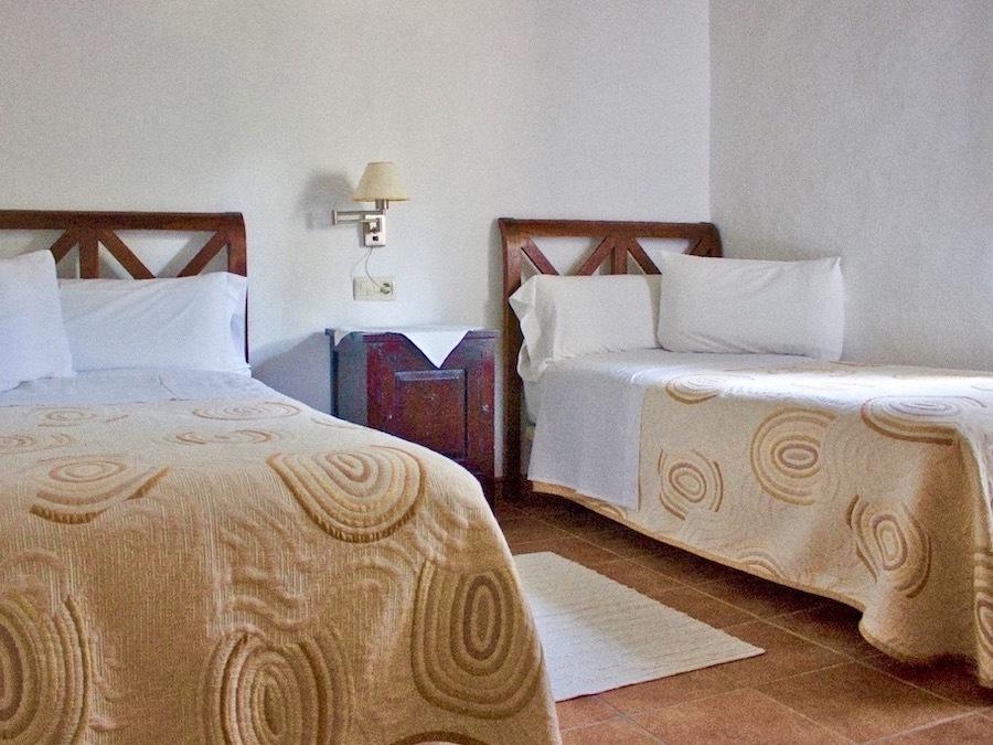 Een van de twee slaapkamers