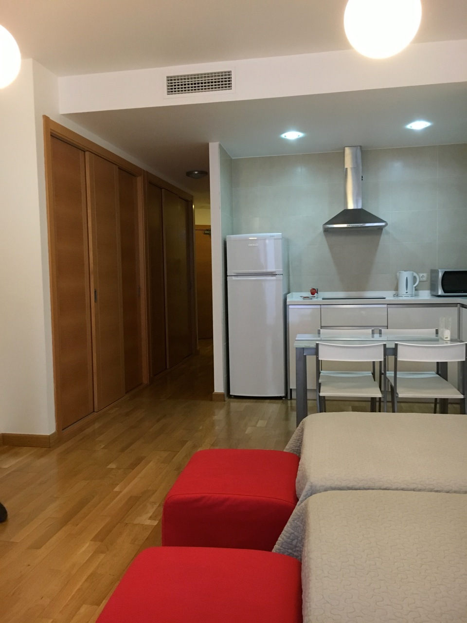 ruim, schoon en licht appartement