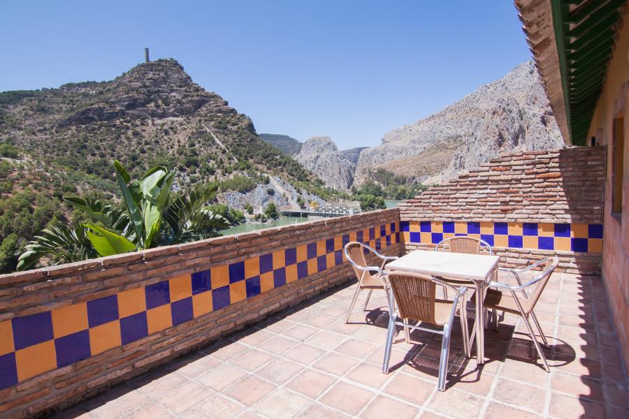appartement met terras en geweldig uitzicht over de el chorro kloof