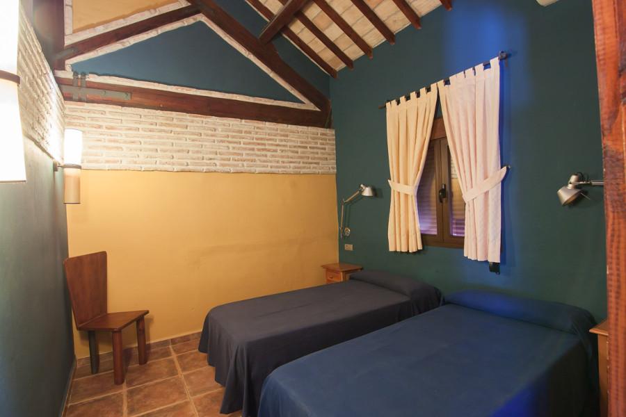 een van de twee (halfopen) slaapkamers het appartement bij el Chorro