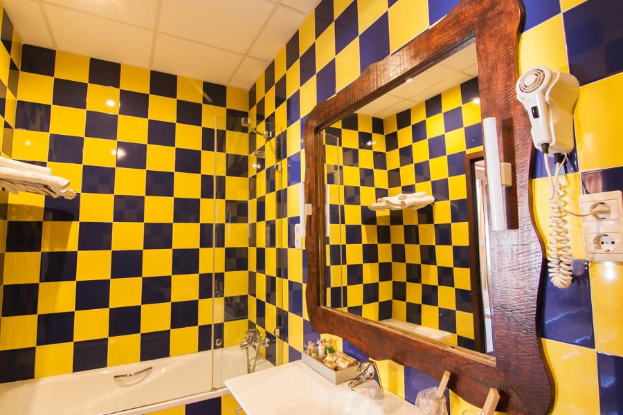 badkamer met bad Caminito del Rey hotel