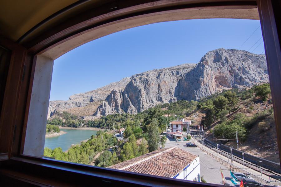 uitzicht op de el chorro kloof vanuit de duplex met keuken