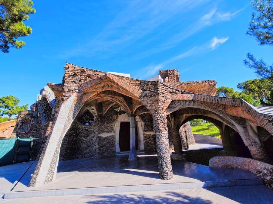 Gaudí's kerk, Colonia Guëll
