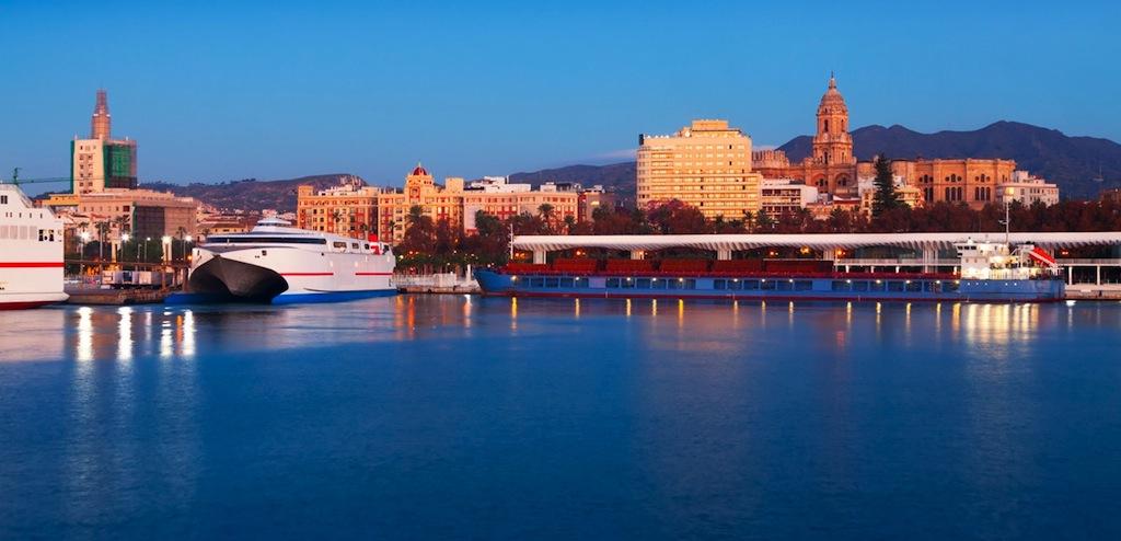 Zicht op Malaga vanaf de haven