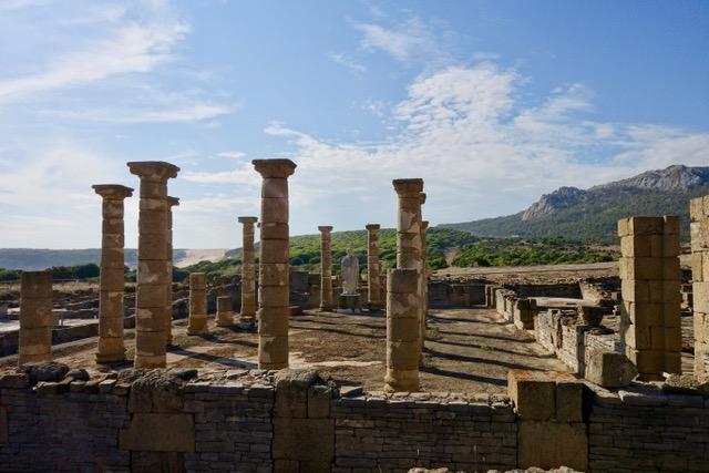 Bolonia, Romeinse opgravingen en zandduinen
