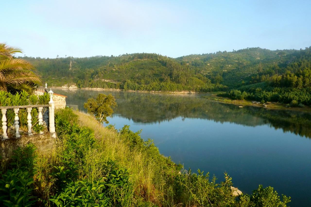 Zicht vanaf het terras in midden Portugal