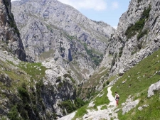 Steile afdaling Picos vanaf Bulnes juni 2019