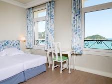 Een-hotel-aan-de-Concha-Baai