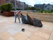 Bilbao mei 2017 straatkunst bij de ingang van het Guggenheim