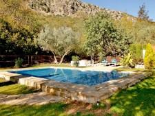 Grote tuin met privé zwembad
