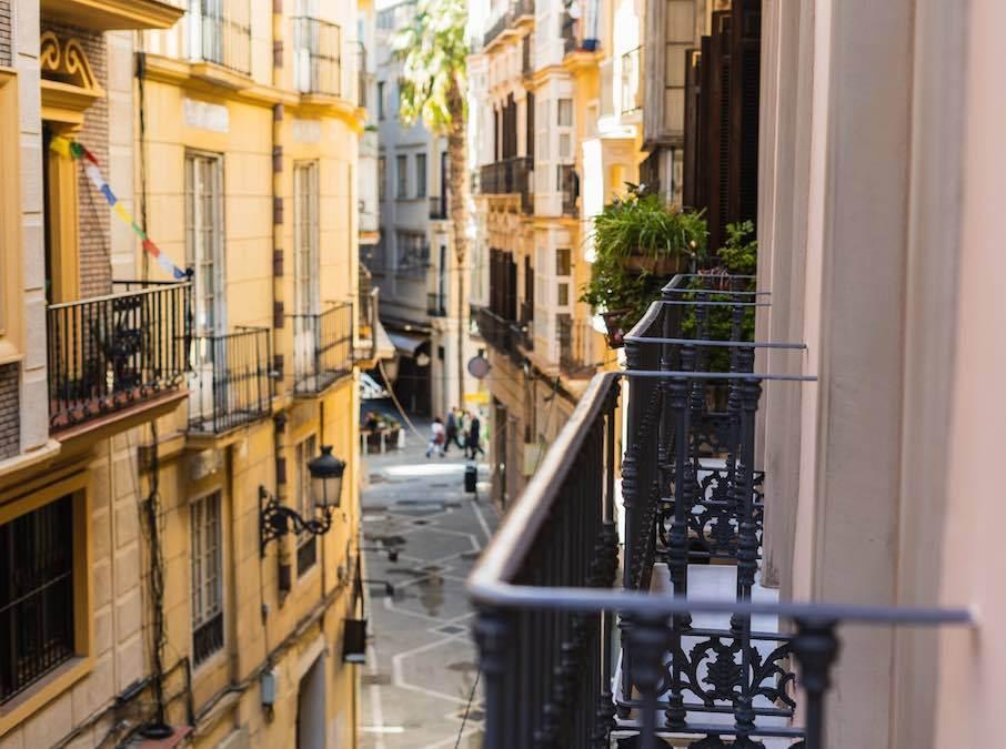 Autovrij straatje in centrum Malaga,