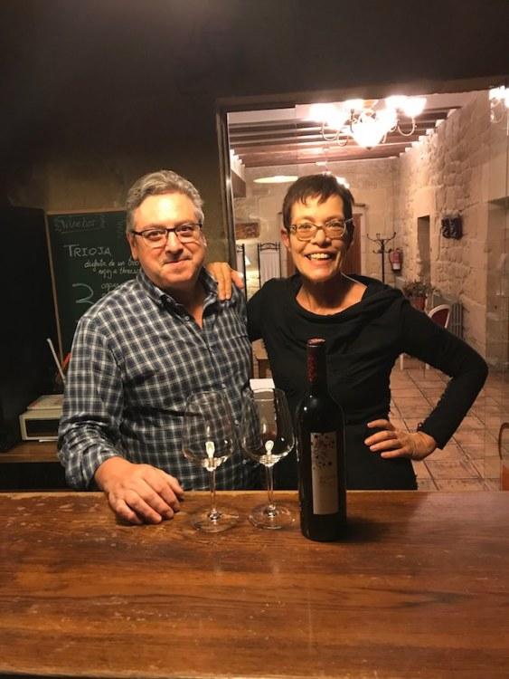 Met Anne en Jose Luis, de eigenaar in de wijnbar van het hotel