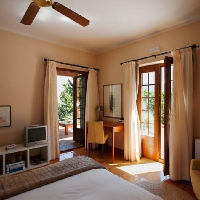 Een van de Superior kamers met terras