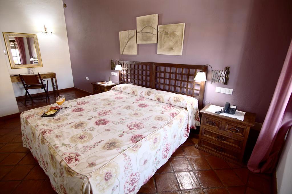 De kamers met plavuizen vloer