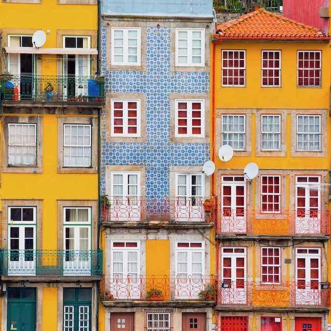 Huizen aan de kade in Porto