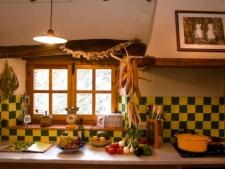 Keuken in een van de huizen
