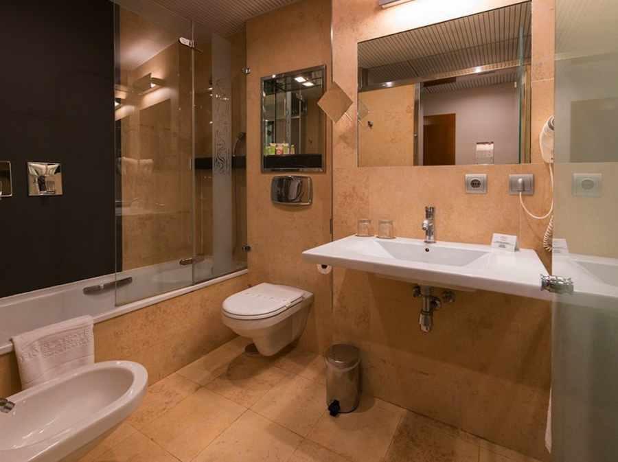 badkamer van het hotel in Oviedo, Asturias