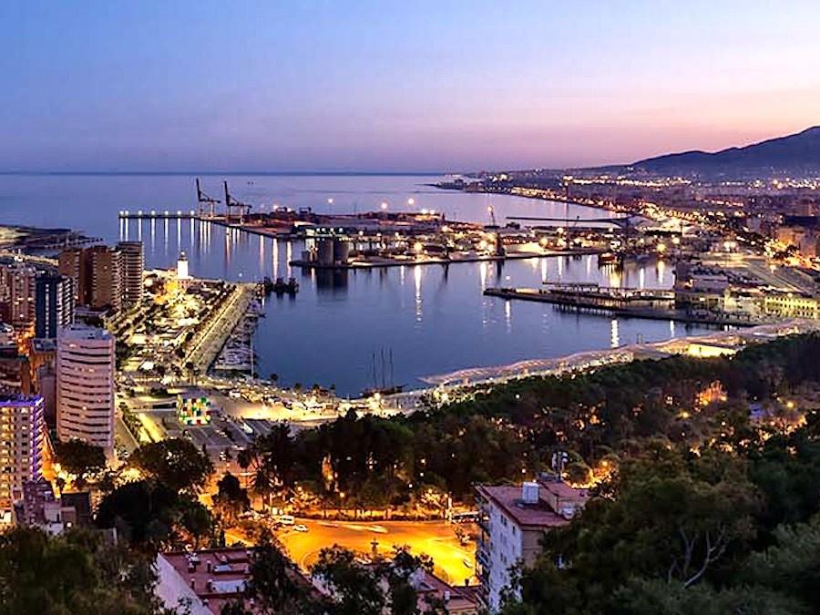 Málaga bij avond