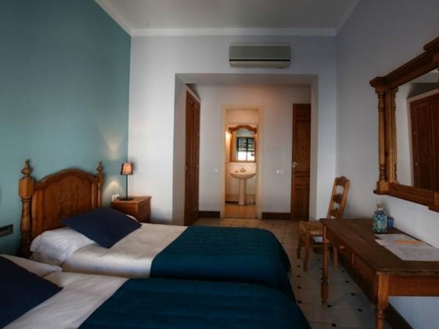 Kleinschalig eenvoudig hotel met 9 kamers gelegen in het dorpje El Pedroso