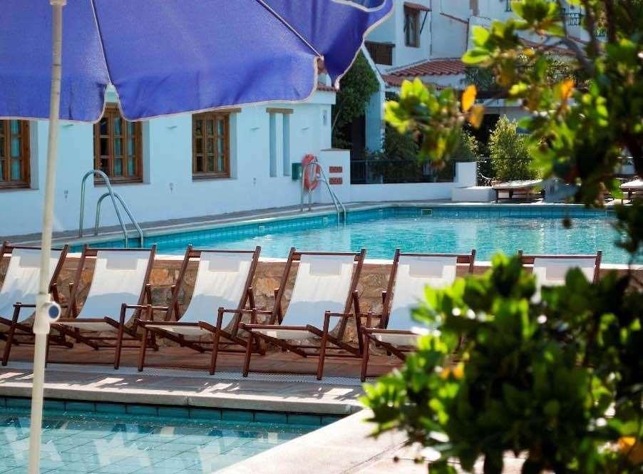 Een gastvrij familiehotel met zwembad in het levendige kuuroord Lanjarón