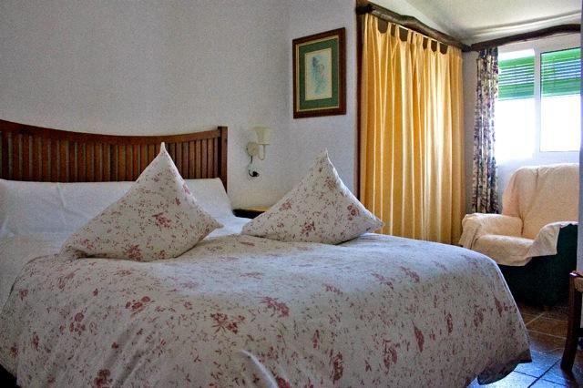 een van de drie slaapkamers
