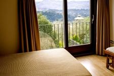 Uitzicht aan de zijkant op het Tajoravijn en de bergen