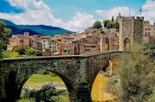 De brug bij Besalu