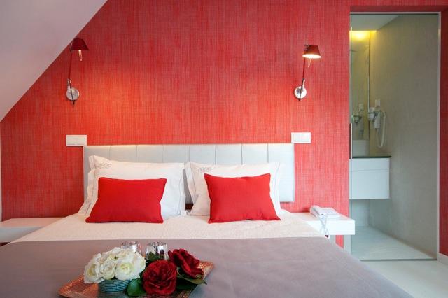 Kamer 302, met tweepersoonsbed en extra bed. Zolderetage, zonder balkon