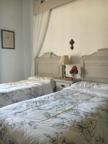 slaapkamer met twin beds; 80 x 190 cm
