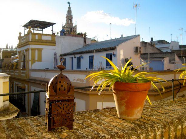 Uitzicht op de Giralda vanaf het terras van appartement Blanco 4 in Sevilla