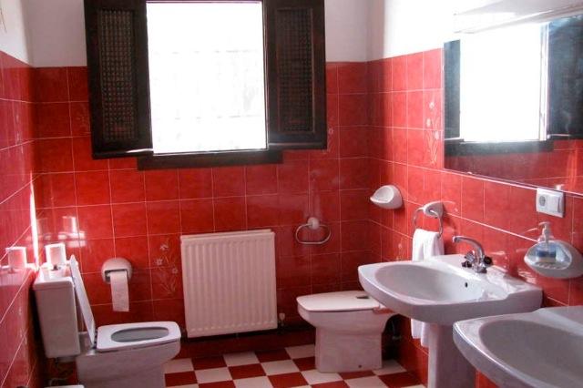 Een van de 3 badkamers