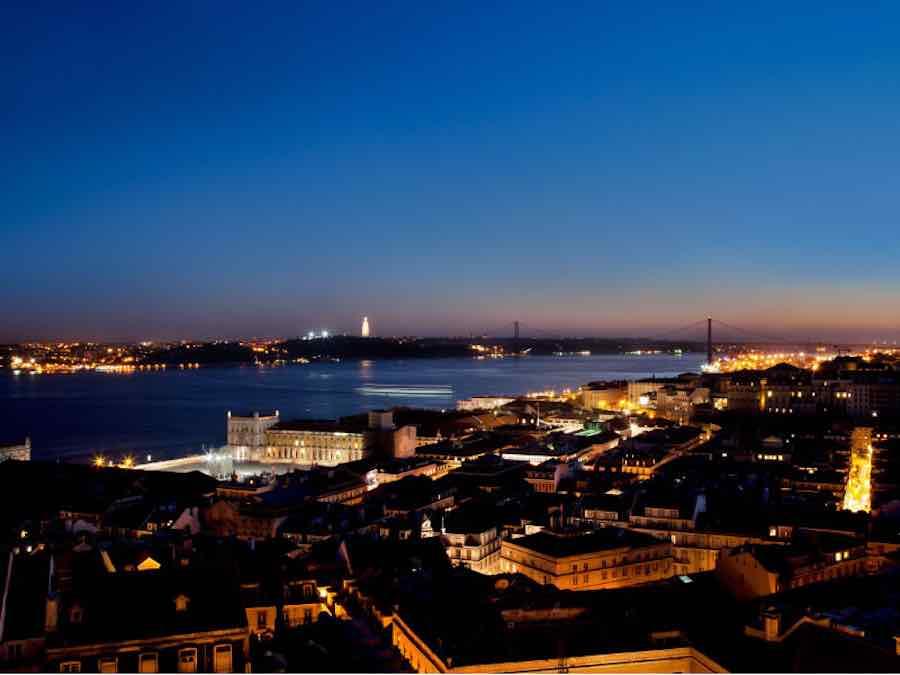 Lissabon bij nacht