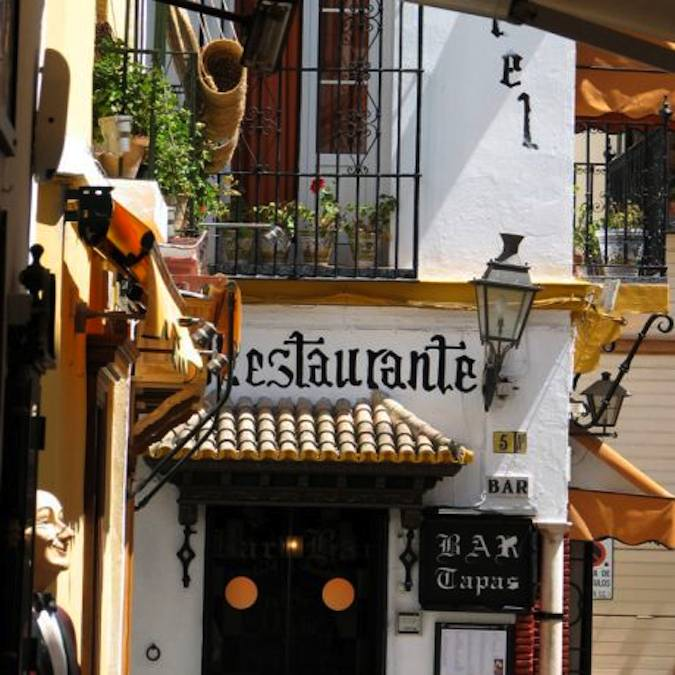 Uw accommodatie bij het sfeervolle Plaze de Venerables in Sevilla