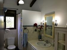 Een van de twee badkamers (douche)