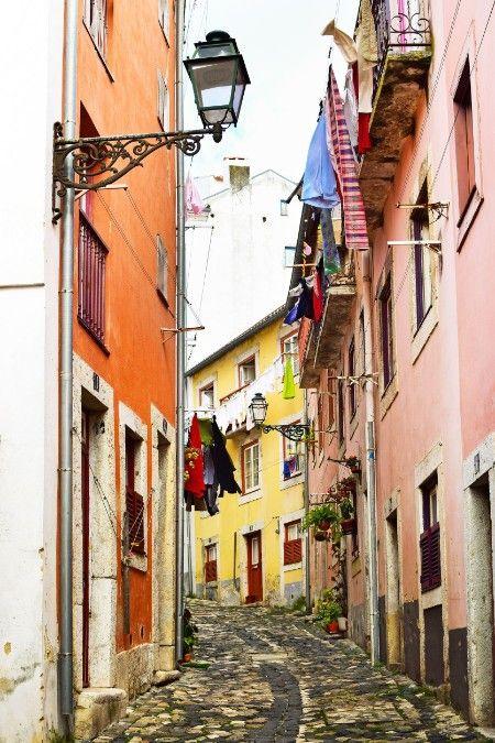 Straatje Alfama Lissabon