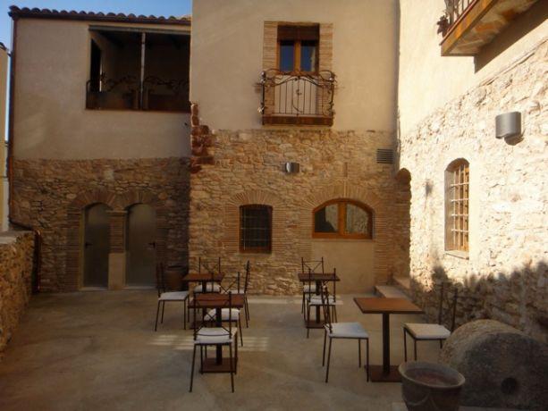 De patio van het hotel