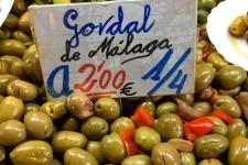 Olijven op de Mercado Central in Malaga Atarazanes