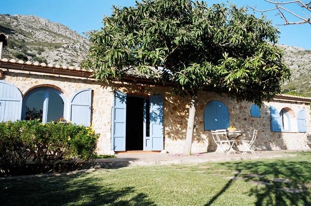 Casita benimeli ardanza for Casas de campo en alquiler baratas en sevilla