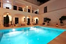 Patio met zwembad