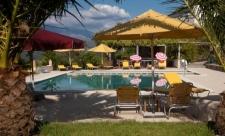 Kleurrijke hotel met zwembad en uitzicht over de Serra da Estrela