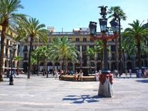 Plaça Reial met de lantaarns van Gaudí
