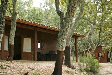Op de bijbehorende camping staan 6 houten bugalows