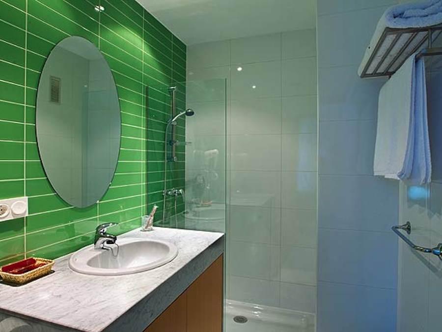 De badkamers van de appartementen