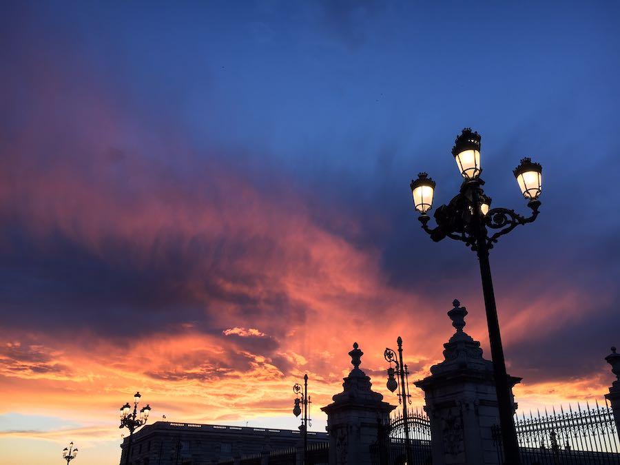 Silhouet van de kathedraal van Madrid