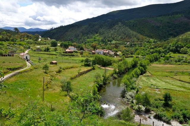 Het landschap aan de voet van de Serra da Estrela