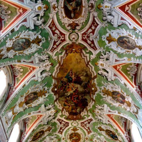 Het prachtige plafond van de Igreja de Nossa Senhora da Encarnação, Lissabon