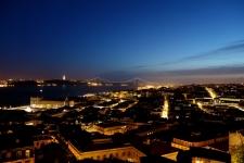 Lissabon in de avond vanaf ons balkon