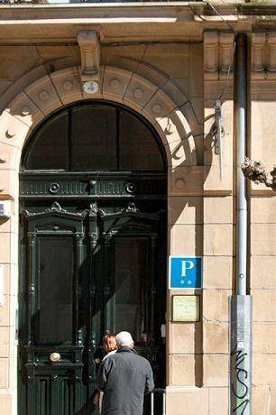 Het guesthouse is gelegen op de 1e en 2e verdieping van dit monumentale pand