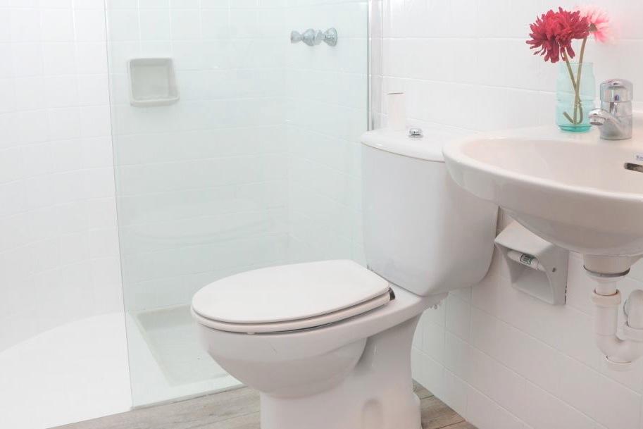 Een van de twee badkamers