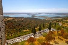 Het stuwmeer bij Monsaraz, aan de overkant ervan ligt Spanje
